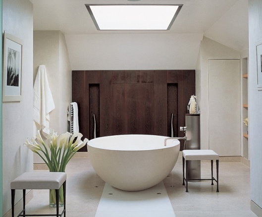 Kelly%20Hoppen%20free-standing%20tub%20in%20modern%20bathroom[1]-1